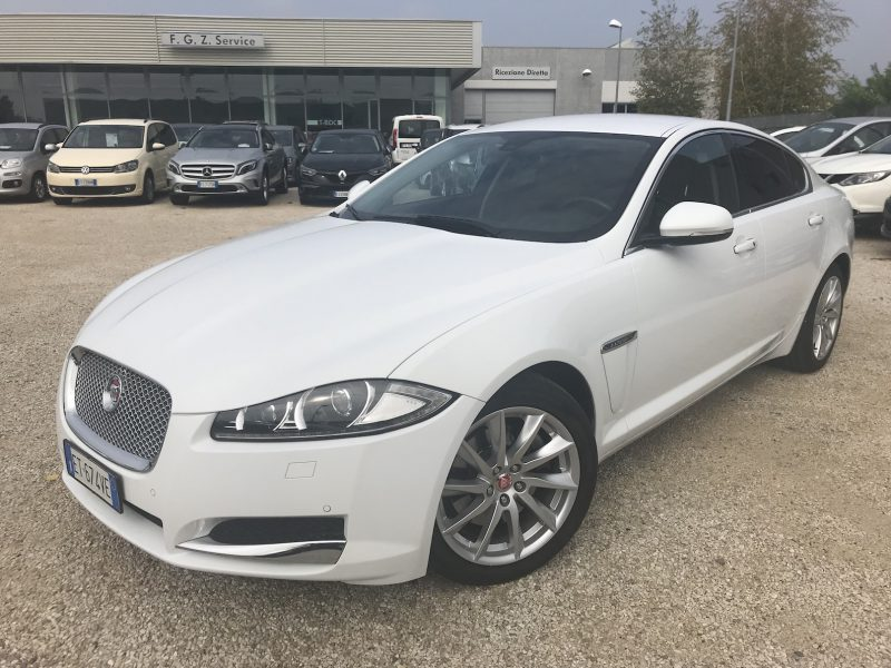 Jaguar XF 2.2 D 200 CV Luxury